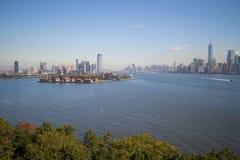 Νησί του Ellis, το στο κέντρο της πόλης Μανχάταν, πόλη της Νέας Υόρκης, και πόλη του Τζέρσεϋ, Νιου Τζέρσεϋ Στοκ φωτογραφία με δικαίωμα ελεύθερης χρήσης