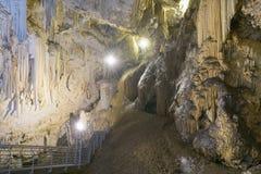 Νησί Antiparos με ένα σύνολο σπηλιών των σταλακτιτών και των σταλαγμιτών Στοκ Εικόνες