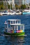 Νησί Aquabus Granville στον ψεύτικο κολπίσκο, Βανκούβερ Στοκ Φωτογραφία