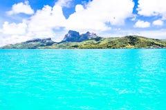 Νησί Bora Bora, γαλλική Πολυνησία Ένας αληθινός παράδεισος με το τυρκουάζ νερό Προορισμός που επιδιώκεται από τα ζεύγη στο μήνα τ στοκ φωτογραφία με δικαίωμα ελεύθερης χρήσης