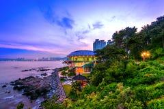 Νησί Dongbaek με το σπίτι του APEC Nurimaru και γέφυρα Gwangan στο s Στοκ Εικόνες