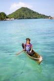 ΝΗΣΊ MABUL, SABAH, ΜΑΛΑΙΣΊΑ - 3 ΜΑΡΤΊΟΥ: τοπικό μαξιλάρι παιδιών τσιγγάνων θάλασσας Στοκ εικόνα με δικαίωμα ελεύθερης χρήσης