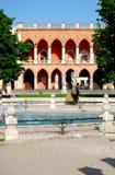 Νησί Memmia Amulea πηγών και loggia στο della Valle Prato στην Πάδοβα στο Βένετο (Ιταλία) στοκ εικόνα