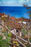 Νησί Monemvasia στην Πελοπόννησο, την Ελλάδα και το κρουαζιερόπλοιο Στοκ φωτογραφίες με δικαίωμα ελεύθερης χρήσης