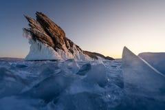 Νησί Ogoy παγωμένη στη Baikal λίμνη στη χειμερινή εποχή σε μια ανατολή πρωινού, Σιβηρία, Ρωσία στοκ φωτογραφία