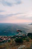 Νησί Sveti Stefan, άποψη από την εκκλησία Sveti Sava, στο s Στοκ εικόνες με δικαίωμα ελεύθερης χρήσης