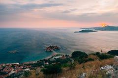 Νησί Sveti Stefan, άποψη από την εκκλησία Sveti Sava, στο s Στοκ φωτογραφίες με δικαίωμα ελεύθερης χρήσης