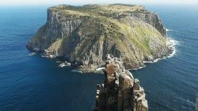 Νησί Tasman και η βελόνα στο στυλοβάτη ακρωτηρίων στην Τασμανία στοκ φωτογραφία με δικαίωμα ελεύθερης χρήσης