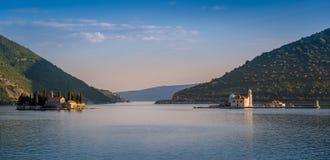 Νησιά μοναστηριών Perast που εξισώνουν το πανόραμα Στοκ εικόνα με δικαίωμα ελεύθερης χρήσης