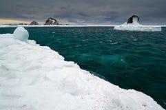 Σμαραγδένια θάλασσα του ââOkhotsk Στοκ Εικόνες