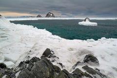 Σμαραγδένια θάλασσα του ââOkhotsk Στοκ φωτογραφία με δικαίωμα ελεύθερης χρήσης