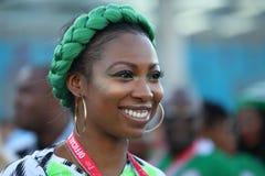 Νιγηριανός οπαδός ποδοσφαίρου σε Άγιο Πετρούπολη, Ρωσία κατά τη διάρκεια του Παγκόσμιου Κυπέλλου 2018 της FIFA στοκ εικόνες με δικαίωμα ελεύθερης χρήσης