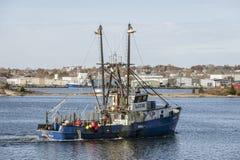 Νιού Μπέντφορτ, Μασαχουσέτη, ΗΠΑ - 9 Νοεμβρίου 2018: Lobsterboat Debbie Ann, που χαιρετά το λιμένα PT Judith, RI, που διασχίζει τ στοκ φωτογραφίες με δικαίωμα ελεύθερης χρήσης