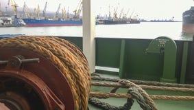 Νοβορωσίσκ, Ρωσία - 11 Αυγούστου 2016: Μηχανισμοί των σχοινιών ελέγχου έντασης βαρούλκα Εξοπλισμός στο δ Στοκ Εικόνα