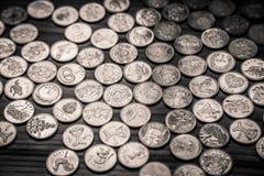 Νομίσματα επετείου lat ενός παλαιού λετονικού νομίσματος - μονοχρωματικό VI Στοκ εικόνες με δικαίωμα ελεύθερης χρήσης