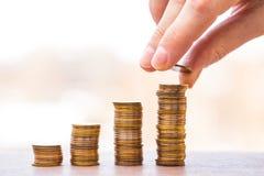νομίσματα διαγραμμάτων Η έννοια της επιχειρησιακής αύξησης Στοκ Εικόνες