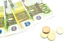 Νομίσματα και τραπεζογραμμάτια ευρώ στο λευκό Στοκ φωτογραφίες με δικαίωμα ελεύθερης χρήσης
