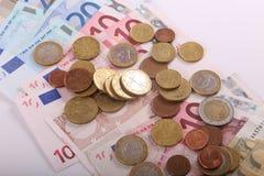 Νομίσματα και τραπεζογραμμάτια ευρώ Στοκ φωτογραφία με δικαίωμα ελεύθερης χρήσης