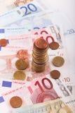 Νομίσματα και τραπεζογραμμάτια ευρώ Στοκ Φωτογραφίες