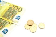 Νομίσματα και τραπεζογραμμάτια ευρώ Στοκ Φωτογραφία