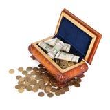 Νομίσματα και τραπεζογραμμάτια στο κιβώτιο Στοκ Εικόνες