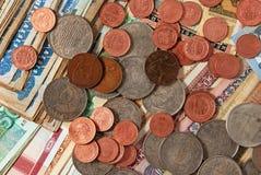 Νομίσματα και τραπεζογραμμάτια. Στοκ Φωτογραφία