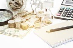 νομίσματα και τραπεζογραμμάτιο δολαρίων, επιχειρησιακός προγραμματισμός έννοιας και χρηματοδότηση Στοκ Φωτογραφίες