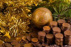 Νομίσματα με τα παιχνίδια γούνα-δέντρων Στοκ Εικόνες