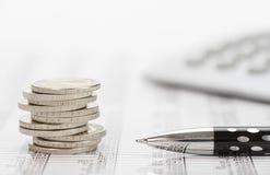 Νομίσματα που συσσωρεύονται ευρο- πέρα από τα στοιχεία της αγοράς ανταλλαγής Στοκ Εικόνα