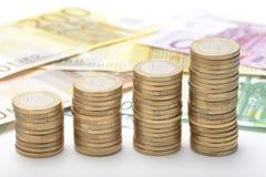 Νομίσματα που συσσωρεύονται ευρο- Στοκ εικόνες με δικαίωμα ελεύθερης χρήσης