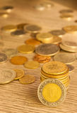 Νομίσματα που συσσωρεύονται παλαιά Στοκ φωτογραφία με δικαίωμα ελεύθερης χρήσης