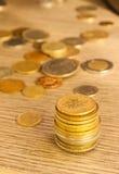 Νομίσματα που συσσωρεύονται παλαιά Στοκ εικόνες με δικαίωμα ελεύθερης χρήσης