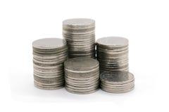 Νομίσματα που συσσωρεύονται στο άσπρο υπόβαθρο Στοκ Εικόνες