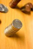 νομίσματα που συσσωρεύονται Στοκ Εικόνες