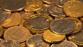 Νομίσματα σε μια περιστρεφόμενη πλατφόρμα απόθεμα βίντεο