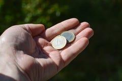 Νομίσματα στη διάθεση Στοκ φωτογραφίες με δικαίωμα ελεύθερης χρήσης