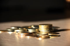 Νομίσματα στον πίνακα Στοκ φωτογραφίες με δικαίωμα ελεύθερης χρήσης