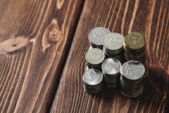 Νομίσματα στο γραφείο Στοκ εικόνες με δικαίωμα ελεύθερης χρήσης