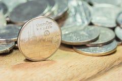 νομίσματα Ταϊλάνδη Το Wat Benchamabophit ή ο μαρμάρινος ναός στη Μπανγκόκ, Ταϊλάνδη, απεικόνισε στο ταϊλανδικό νόμισμα πέντε μπατ Στοκ φωτογραφίες με δικαίωμα ελεύθερης χρήσης