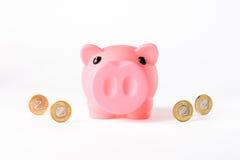 νομίσματα τραπεζών piggy Στοκ εικόνες με δικαίωμα ελεύθερης χρήσης