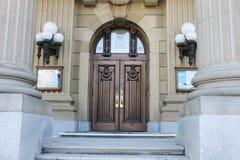 Νομοθετικοί λόγοι Αλμπέρτα που χτίζουν, μπροστινή είσοδος Στοκ εικόνες με δικαίωμα ελεύθερης χρήσης