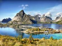 Νορβηγία, νησιά Lofoten, φιορδ βουνών τοπίων ακτών στοκ εικόνες
