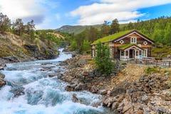 Νορβηγία, lom-άποψη των ορμητικά σημείων ποταμού στον ποταμό Otta Στοκ Φωτογραφίες