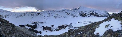 Νορβηγικά βουνά deepwalk στοκ εικόνες