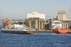 Νορβηγικά πορθμεία στο λιμάνι πόλεων του Stavanger Νορβηγία Transportati Στοκ φωτογραφία με δικαίωμα ελεύθερης χρήσης