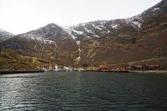Νορβηγικά φιορδ και βουνά Στοκ φωτογραφία με δικαίωμα ελεύθερης χρήσης