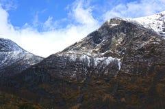 Νορβηγικά φιορδ και βουνά Στοκ Φωτογραφία