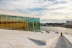 Νορβηγικά, Όσλο 1 Αυγούστου 2013 Άποψη της εθνικής Όπερας του Όσλο, η οποία άνοιξαν στις 12 Απριλίου 2008 στο Όσλο, Νορβηγία στοκ εικόνα με δικαίωμα ελεύθερης χρήσης