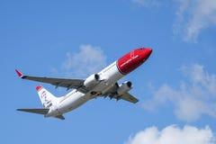 Νορβηγική σαΐτα ASA, απογείωση 737 αέρα - 800 του Boeing στοκ εικόνες