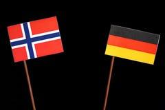 Νορβηγική σημαία με τη γερμανική σημαία στο Μαύρο στοκ εικόνες